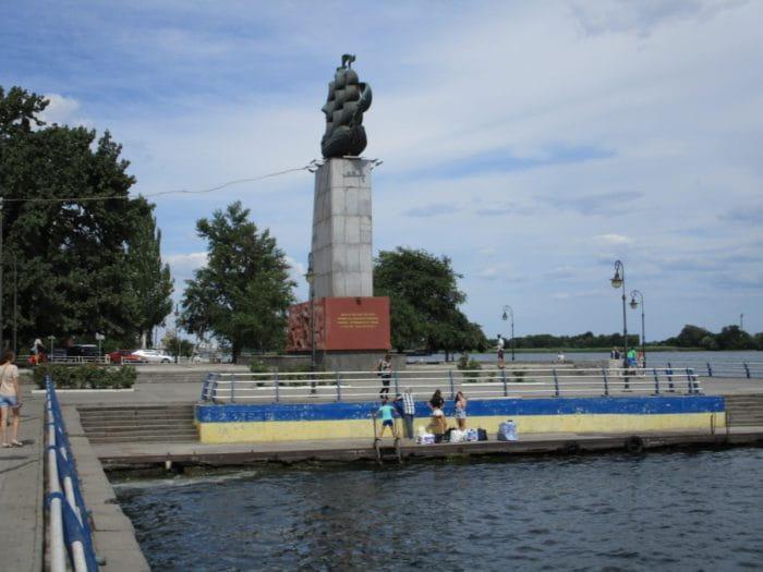 Пам'ятники Херсон пам'ятки - Пам'ятник першим корабелам