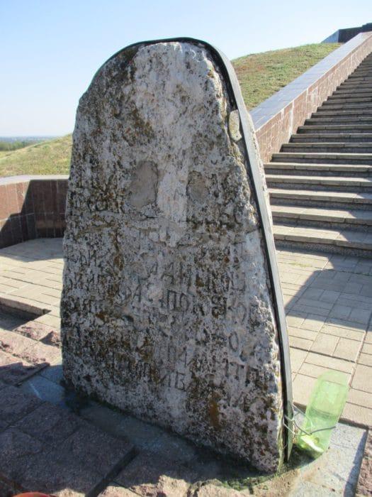 Iсторичні пам'ятки - Чортомлицька Січ і могила отамана Сірка